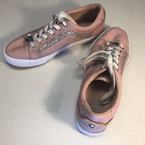 Guess Blush Pink w/sparkle Leather sneakers-size 8